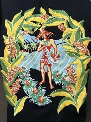 土曜市!ハワイの超一流ブランド!IOLANI 超豪華な刺繍Tシャツ1点のみ!イオラニ おおよそL位