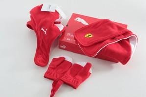 月曜市!ギフトに最適!PUMA フェラーリシリーズ 子供用 帽子&手袋&マフラー 3点セットギフト 画像使用OK