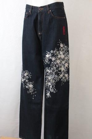 IOLANI豪華刺繍ジーンズ!下げ札にサイズ表記無し。。。おおよそ32インチくらいです。