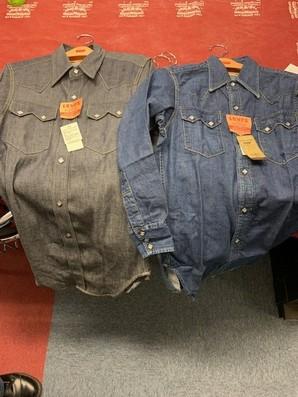 リーバイス 日本製 ビンテージデニムシャツ 10枚限定 定価以上の値段で売れるそうです!